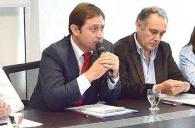 El intendente de Lincoln, Salvador Serenal, presentó el Boletín Oficial Municipal