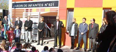 Ferraresi inauguró el Jardín Provincial N° 921 en Wilde