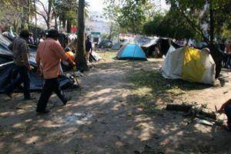 Manifestantes se ir�n de la plaza s�lo si la oferta oficial es viable