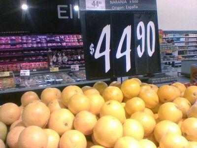 La fruta importada amplía su oferta y se instala en las góndolas de comercios de la región