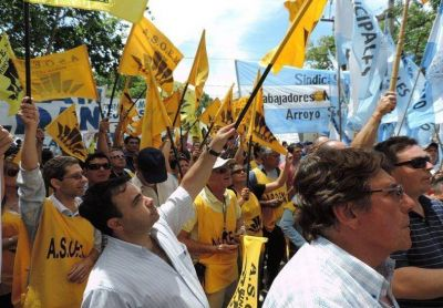 Municipales de la provincia paran por 24 horas y se movilizan a Las Rosas