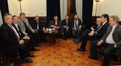 Scioli, Gioja e Insfrán fueron al Senado a apoyar la ley de antidespidos