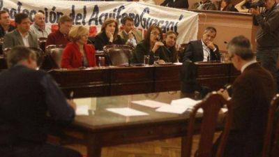 Diputados oficialistas y opositores se cruzaron por el Día del Trabajador
