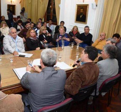 """Gobierno reactiva la obra pública y asiste operarios """"suspendidos"""""""