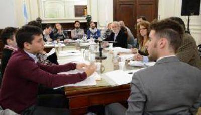 El debate entre candidatos suma voluntades en la Legislatura
