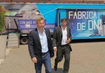 DNI: Gestionan camión del Renaper que atiende 600 turnos por día