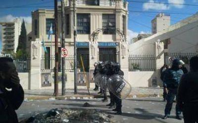 Furia en Lanús: violencia, acusaciones y las verdades que se diluyen en el humo del caos
