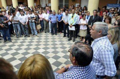 Fabi�n R�os entregar� hoy pases a planta permanente a 107 agentes