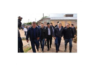 Cinco ministros nacionales recorrieron las zonas afectadas de Villa Parancito
