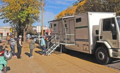 El CAPS Móvil comenzó a vacunar frente al Municipio