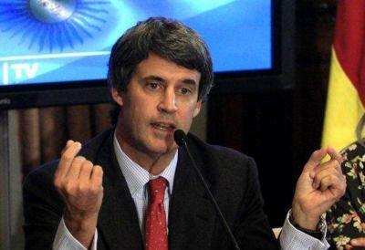 El ministro Prat-Gay destacó un aumento del empleo y salarios