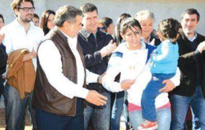El Gobierno provincial entregó 61 viviendas en Barrio Francisco I