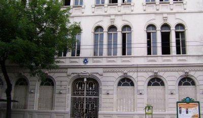 Denuncian despidos en la UBA