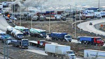 Camioneros paralizará la distribución de combustibles y alimentos
