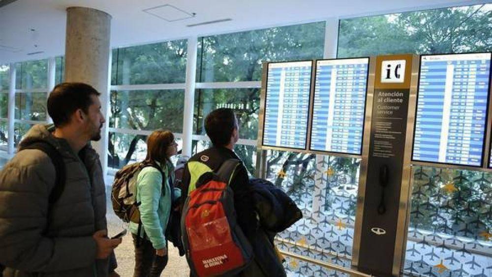 Controladores aéreos paran este miércoles todos los aeropuertos