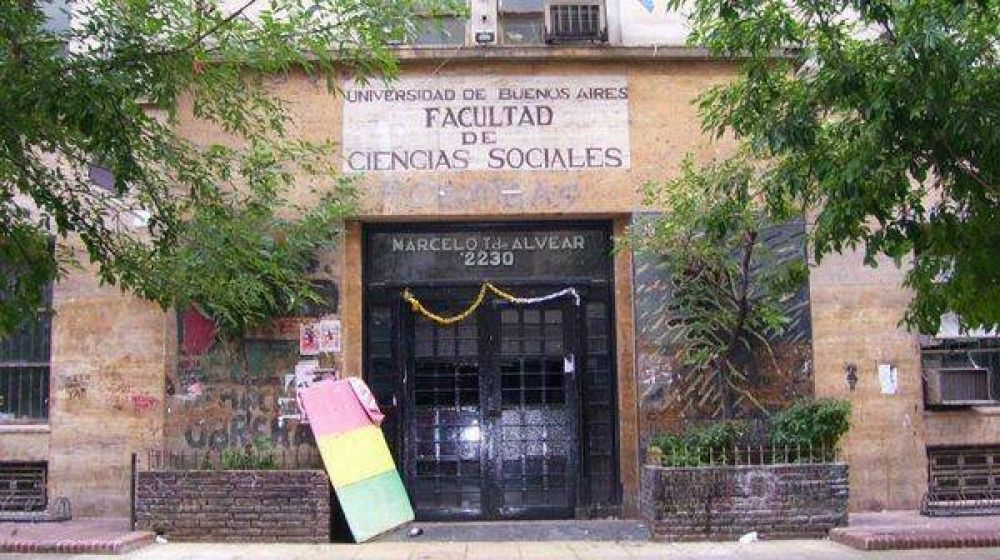 Docentes universitarios califican de