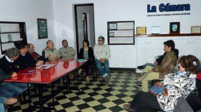Presentaron el plan de repavimentación y bacheo de la calle Rivadavia