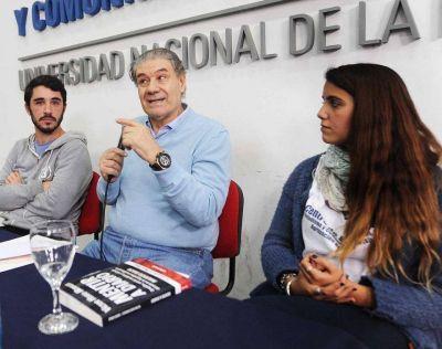 Víctor Hugo Morales presentó su último libro en la Facultad de Periodismo