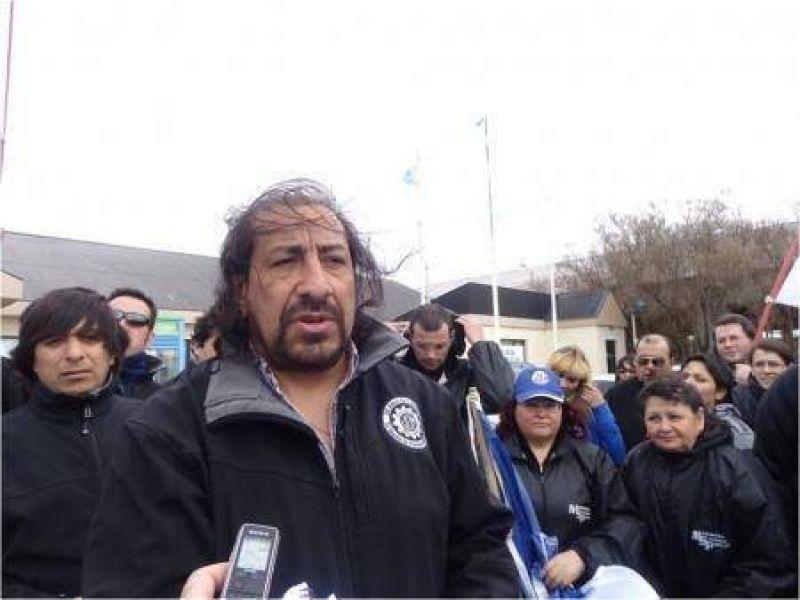 """""""No descartamos la toma de fábricas"""", advirtió Martínez"""