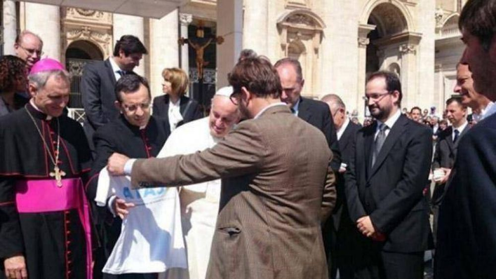 Francisco recibió a jueces y fiscales argentinos