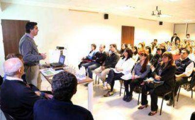 Capitanich explicó al Consejo de Ciencias Económicas las novedades del sistema tributario municipal
