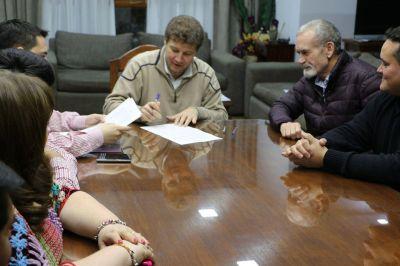 El intendente Melella firmó también el acuerdo salarial con SITOS