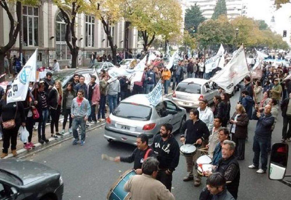 Multitudinaria caravana en el cierre del paro de judiciales