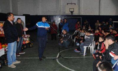 La Fundación Juan Curuchet entregó material deportivo a clubes de Mar del Plata