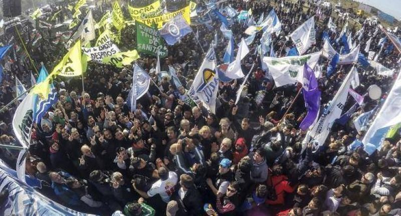 Huelga petrolera y masiva marcha paralizaron Comodoro Rivadavia