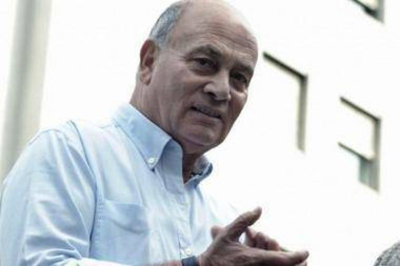 Rodeado de funcionarios del Gobierno, Venegas pidi� que Macri convoque a empresarios y sindicalistas
