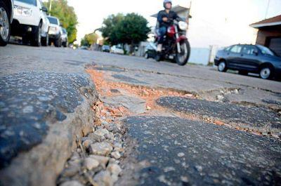 Los baches, convertidos en una trampa mortal para motociclistas