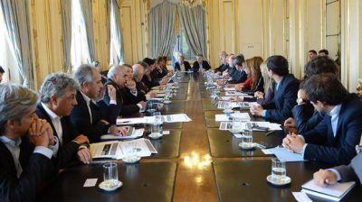 En busca de más fondos, los gobernadores suben la presión sobre Macri