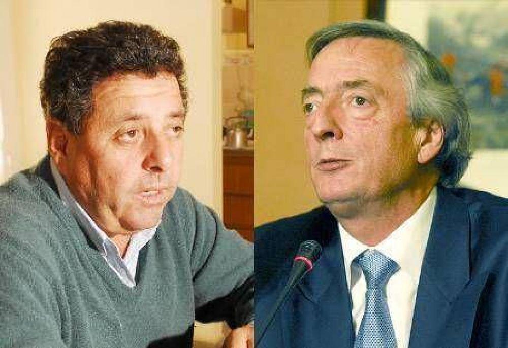 """""""Los Kirchner quieren transformar la democracia en una monarquía"""""""