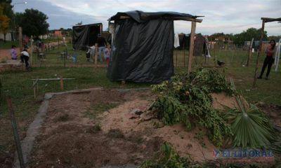 Okupas del barrio Nuevo: comenzó a levantarse la primera casa de ladrillos