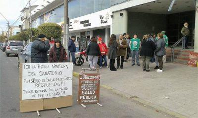 Trabajadores del ex EMHSA volvieron a reclamar la reapertura del sanatorio