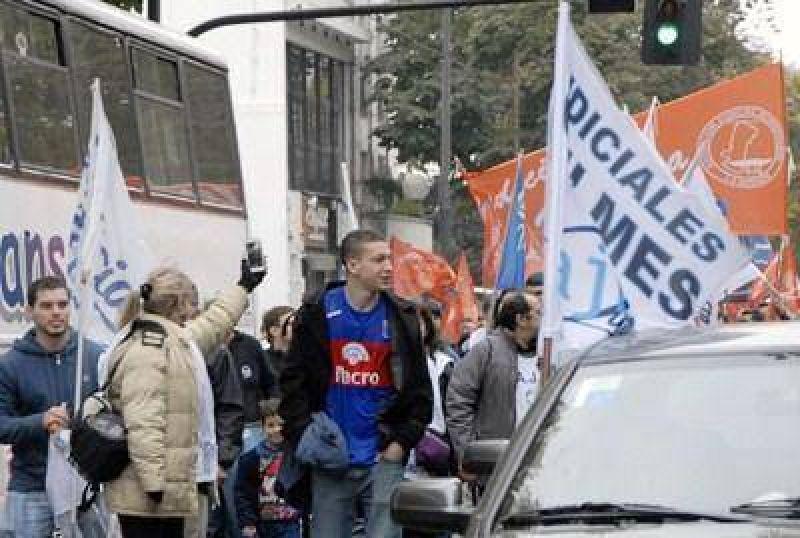 Judiciales de Quilmes vuelven a parar por 72 horas y cortan frente a los Civiles