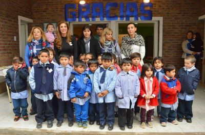 """La gobernadora inauguró el nuevo edificio del jardín """"Caramelito"""" en Colonia Gamara"""