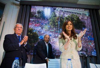 Preparan otro acto para que CFK desembarque en Buenos Aires