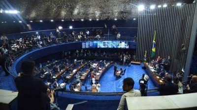 El Senado votaba el juicio político y la suspensión del mandato de Rousseff