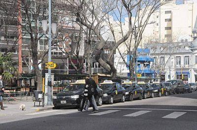 Taxis: el gobierno municipal avaló el aumento a $21,60