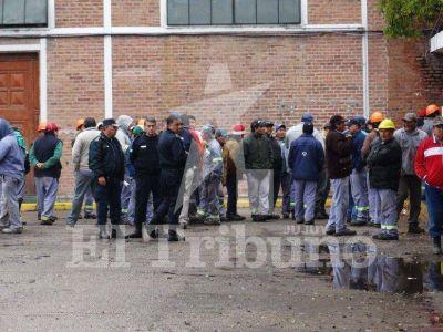 Trabajadores sacaron a los administradores de la empresa