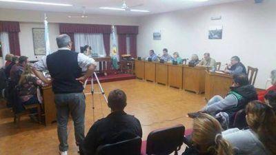 Concejales enfrentados por los despidos