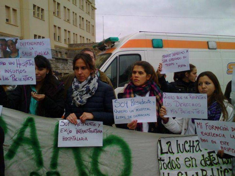 Residentes del HIGA se quejaron de los sueldos y las condiciones edilicias