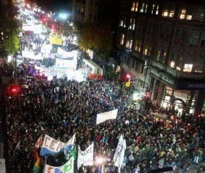 Periodismo de la UNLP marchó a Plaza de Mayo con docentes y estudiantes de todo el país