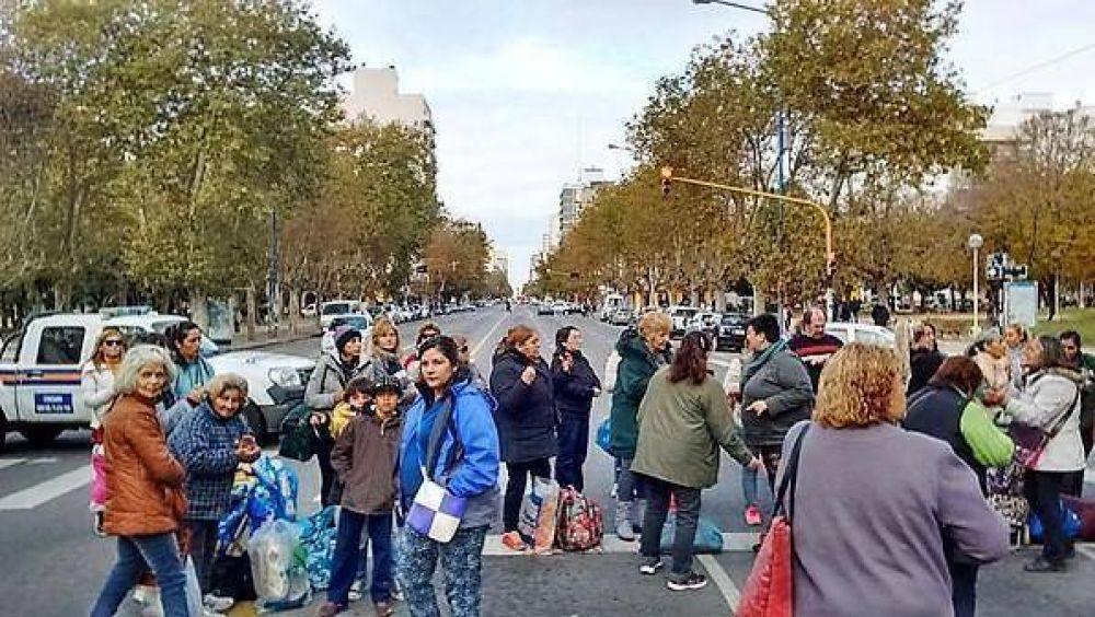 El oficialismo buscará legalizar los grupos de trueque de plaza Rocha