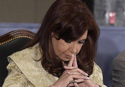 Procesan y embargan a CFK por la venta de dólar futuro