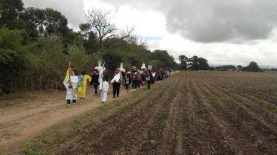 Más de 500 fieles de la zona rural honraron a la Virgen de Fátima