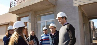 Bol�var: Bucca anunciar� un programa de lotes para bomberos, docentes y municipales