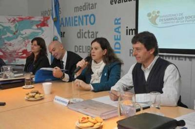 La ministra Fernanda Alonso confirmó que crece la demanda de alimentos