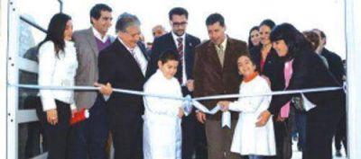 El Gobierno inaugur� la Escuela Especial N�398 �Tinkunaco�